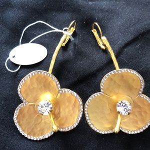 Gorgeous matte gold floral earrings
